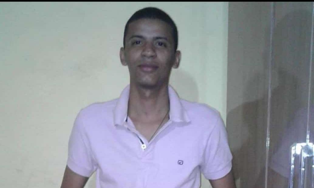 Artur foi morto a facadas enquanto participava de um aniversário (Foto: Redes Sociais)