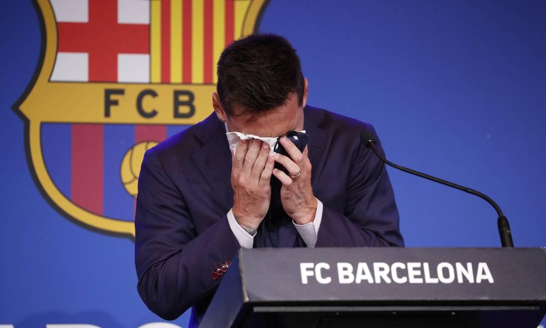 Messi entrevista coletiva despedida Barcelona chora choro emocionado — Foto: Albert Gea/Reuters