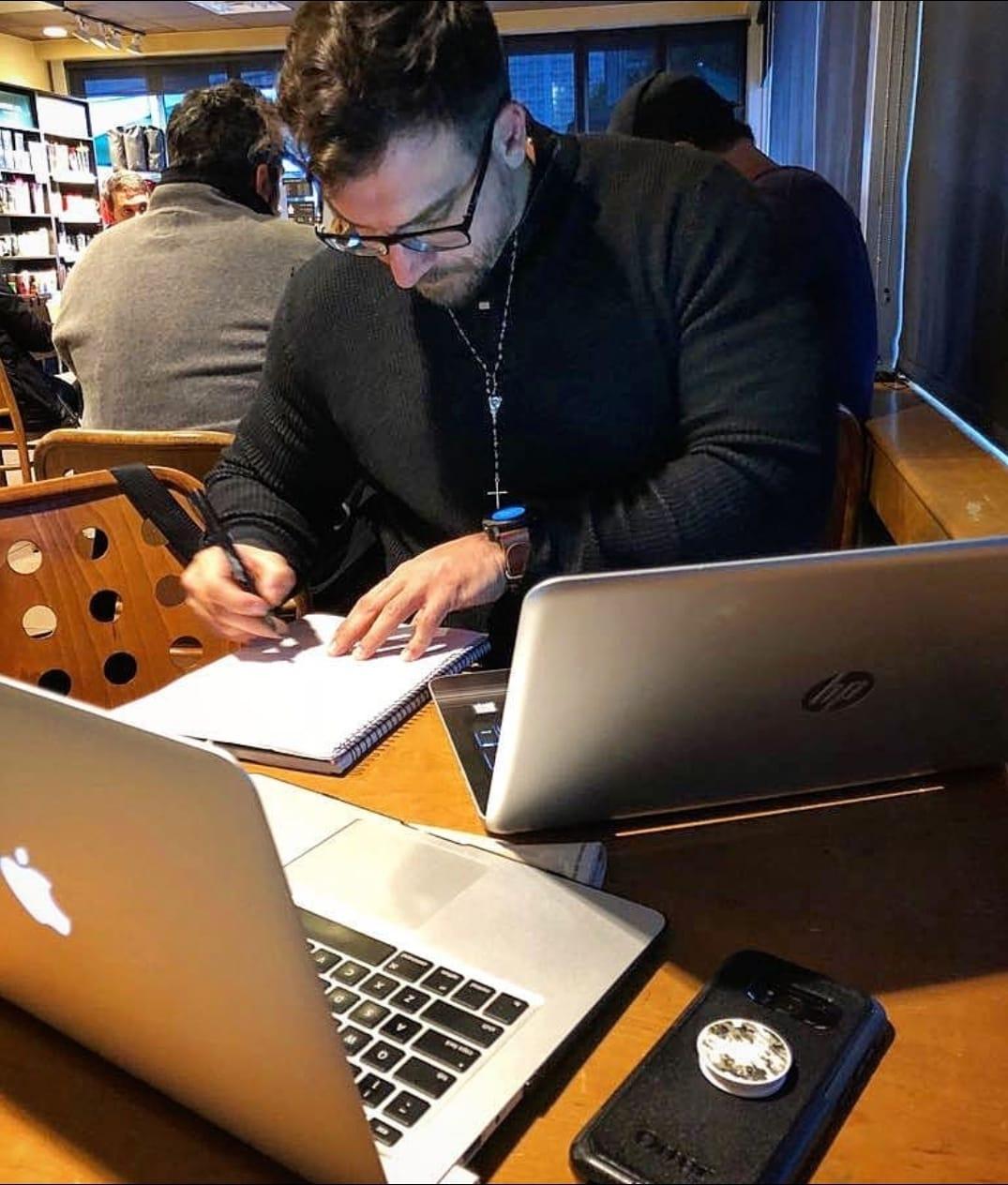 Treinador está sempre estudando e se aperfeiçoando para oferecer um excelente trabalho. (Foto: Reprodução)