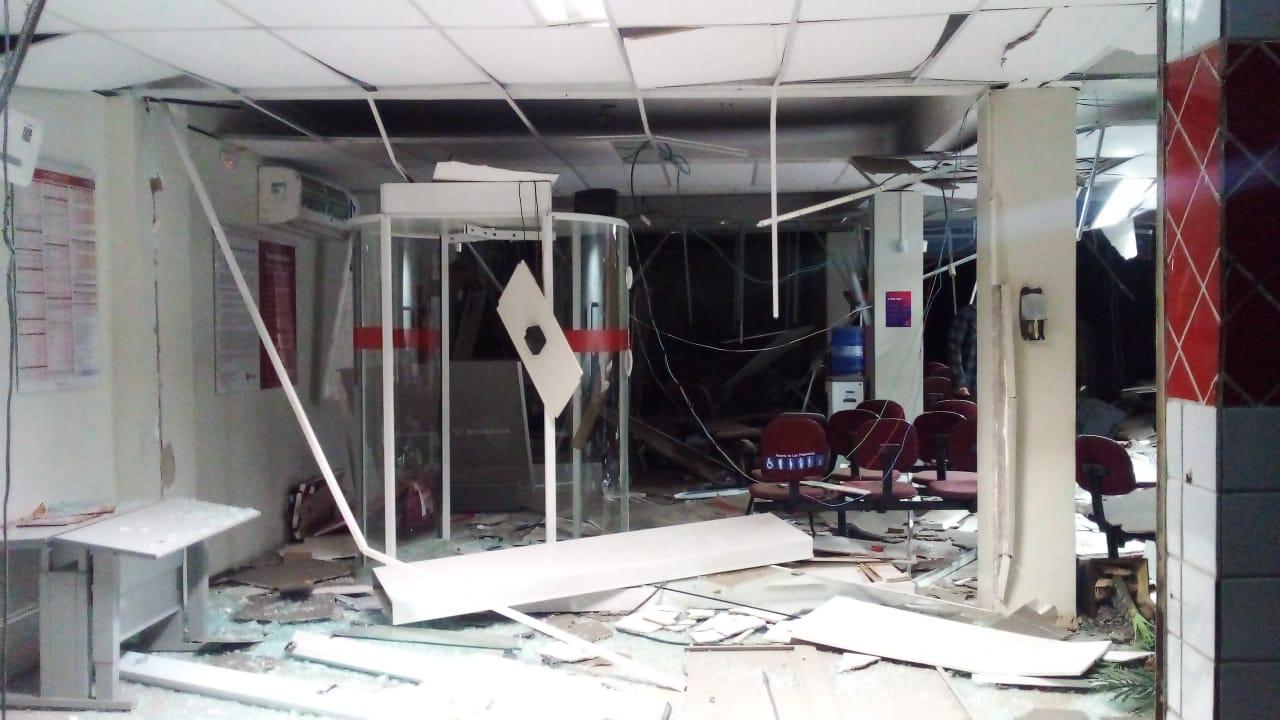 Agência do Bradesco foi arrombada em Castelo do Piauí - Fotos: Reprodução