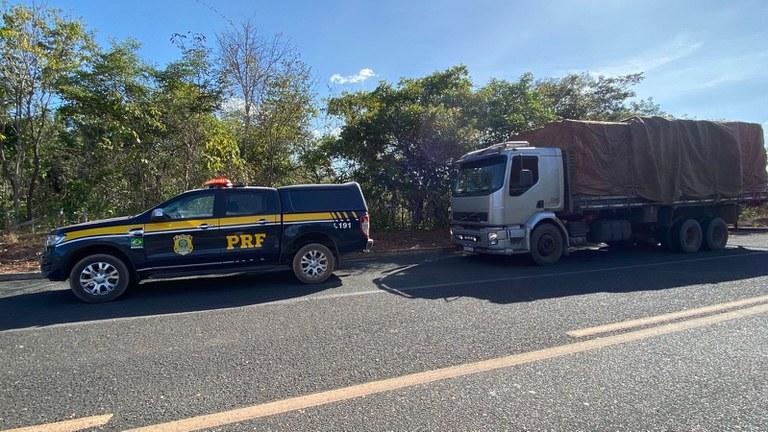 A carga sairia da cidade de Matias Olímpio e tinha como destino o Maranhão - Foto: Divulgação/PRF