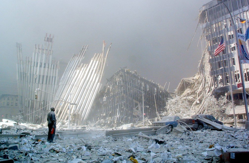 Destroços após desabamento