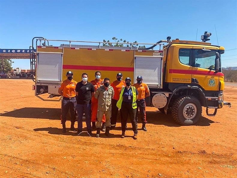 Equipes trabalham contra incêndio em SRN (Foto: Reprodução)