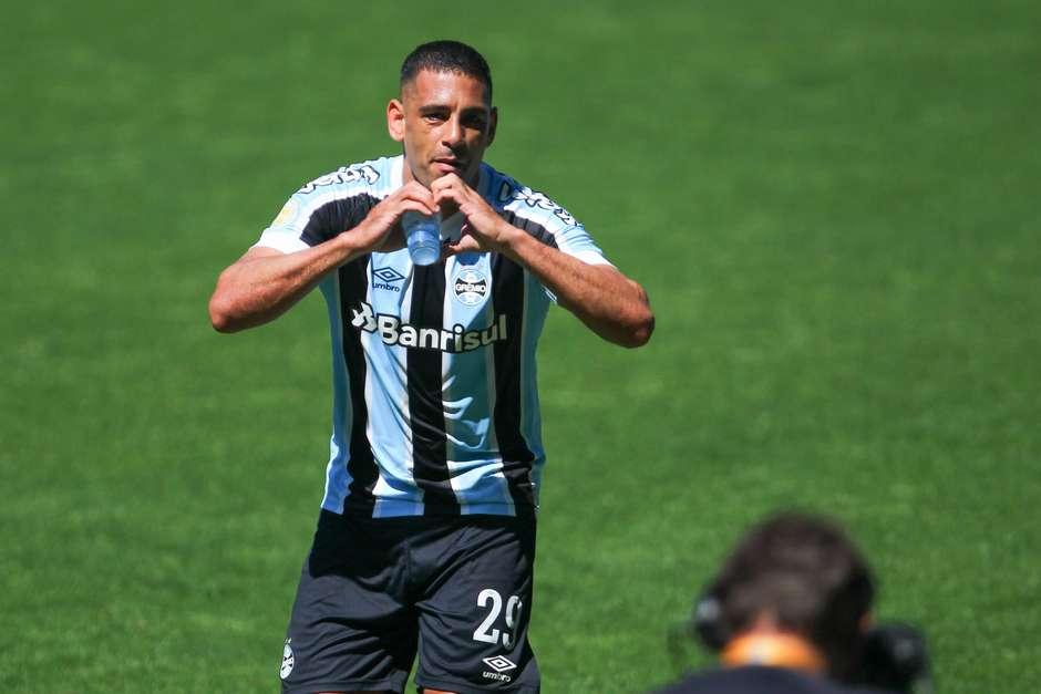 Grêmio vence o Ceará e respira na luta para fugir do rebaixamento - Imagem 1