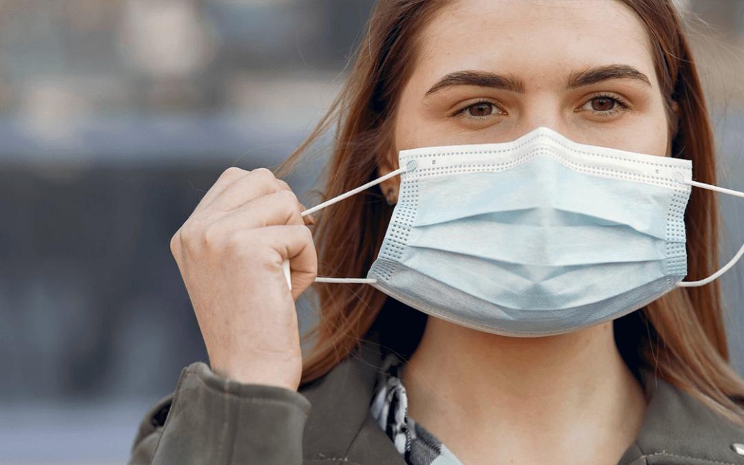 Uso de máscara continua obrigatório mesmo após vacina (Foto: Reprodução)