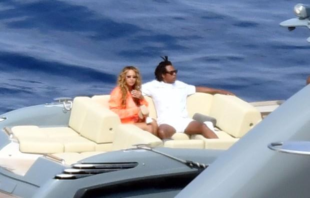 Beyoncé e Jay-Z curtem férias no iate de Jeff Bezos Foto: The Grosby Group