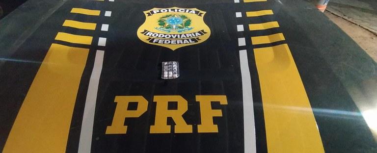 Durante os procedimentos de fiscalização, verificou-se que o condutor não havia comprovado os tempos de direção e descanso das últimas 24 - Foto: Divulgação/PRF