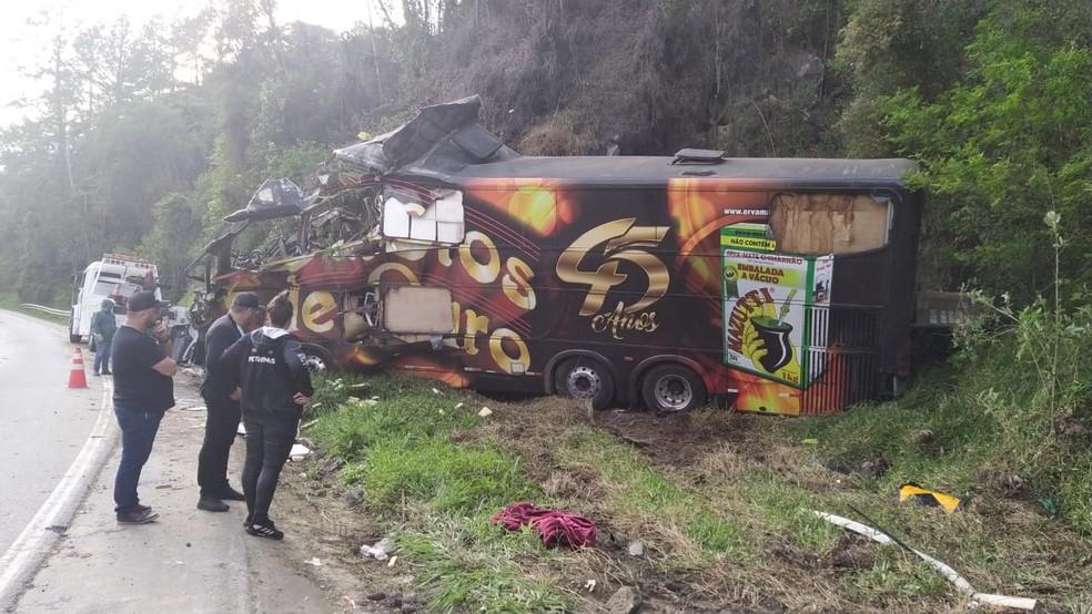 Acidente envolvendo ônibus da banda deixou vocalista morto