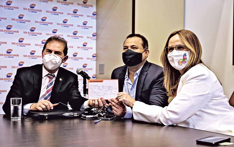 Paulinho da Força, Evaldo Gomes e Viviane Moura no ato de filiação em Brasília