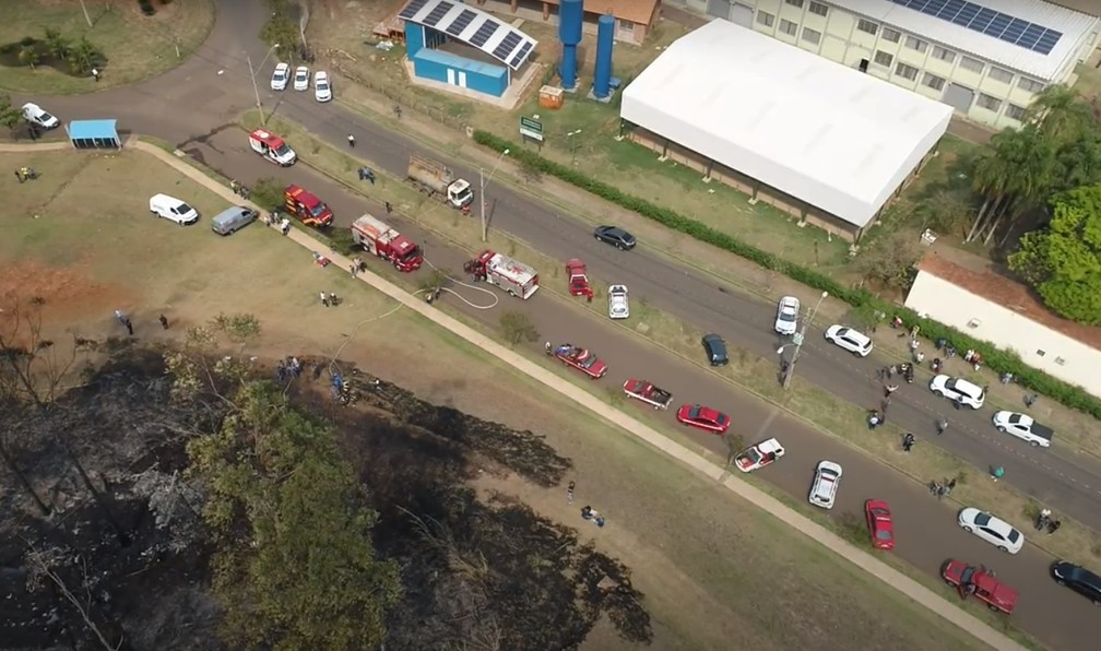 Área onde avião caiu com empresário e sua família— Foto: Drone César Cocco