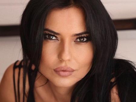 """A ex-atriz pornô Mari Cielo Pajares movimentou as redes sociais após contar em seu livro """"Memoirs of a Whore"""" (Memórias de uma Prostituta) a decepção que teve com um jogador de futebol português"""