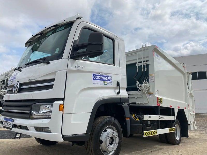 Codevasf entregou máquinas para coleta de resíduos sólidos (Divulgação)