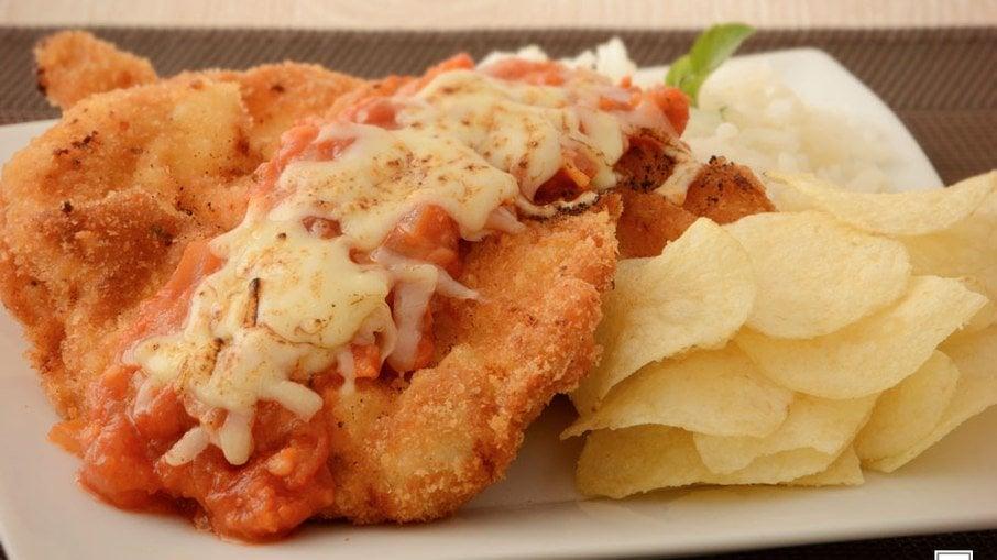 Parmegiana de frango especial para um almoço em família - Imagem 1