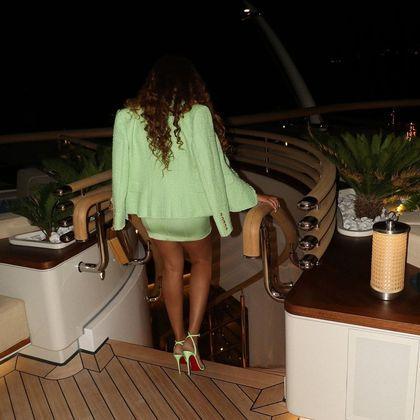 Cantora mostra detalhes da embarcação de luxo. (Foto: Reprodução - Instagram)