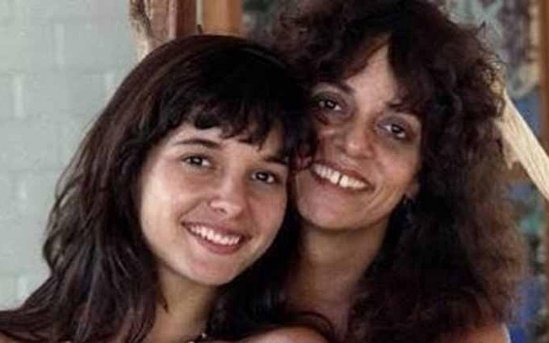 Daniella e a mãe, a escritora Glória Perez, que dará um depoimento no documentário sobre a morte da filha