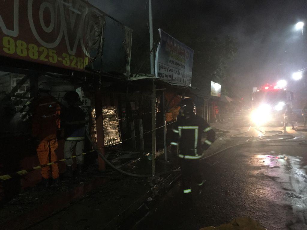 Barracas ficam destruídas após incêndio na Ceasa de Timon