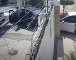 Vídeo: bandidos invadem casa de professor durante aula online na zona Leste
