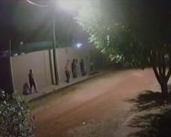 Bandidos invadem residência, agridem empresário e roubam veículo e cachorro