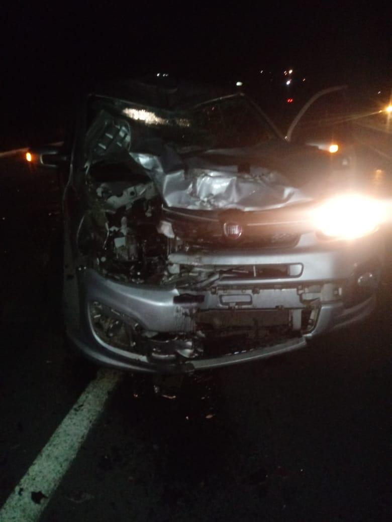 Veículo teve a sua parte frontal também destruída na colisão - Foto: Reprodução