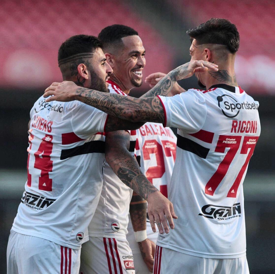 São Paulo afastou a má fase com uma vitória por 2 a 1