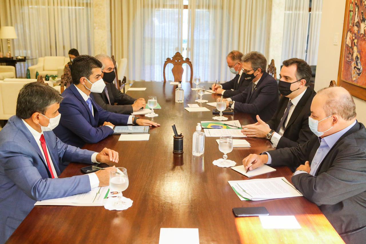 Governadores se reúnem com Rodrigo Pacheco e denunciam ameaça à democracia