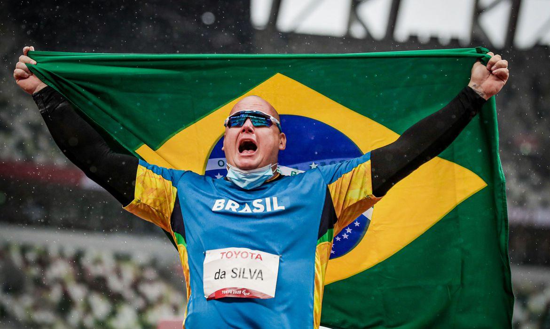 Esta é a segunda conquista do brasileiro no Japão, que ficou com a prata no arremesso de peso classe F11 - Wander Roberto/CPB