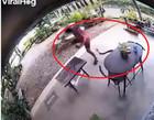 Cobra aplica botes em tailandês que chegava na varanda de casa; Vídeo