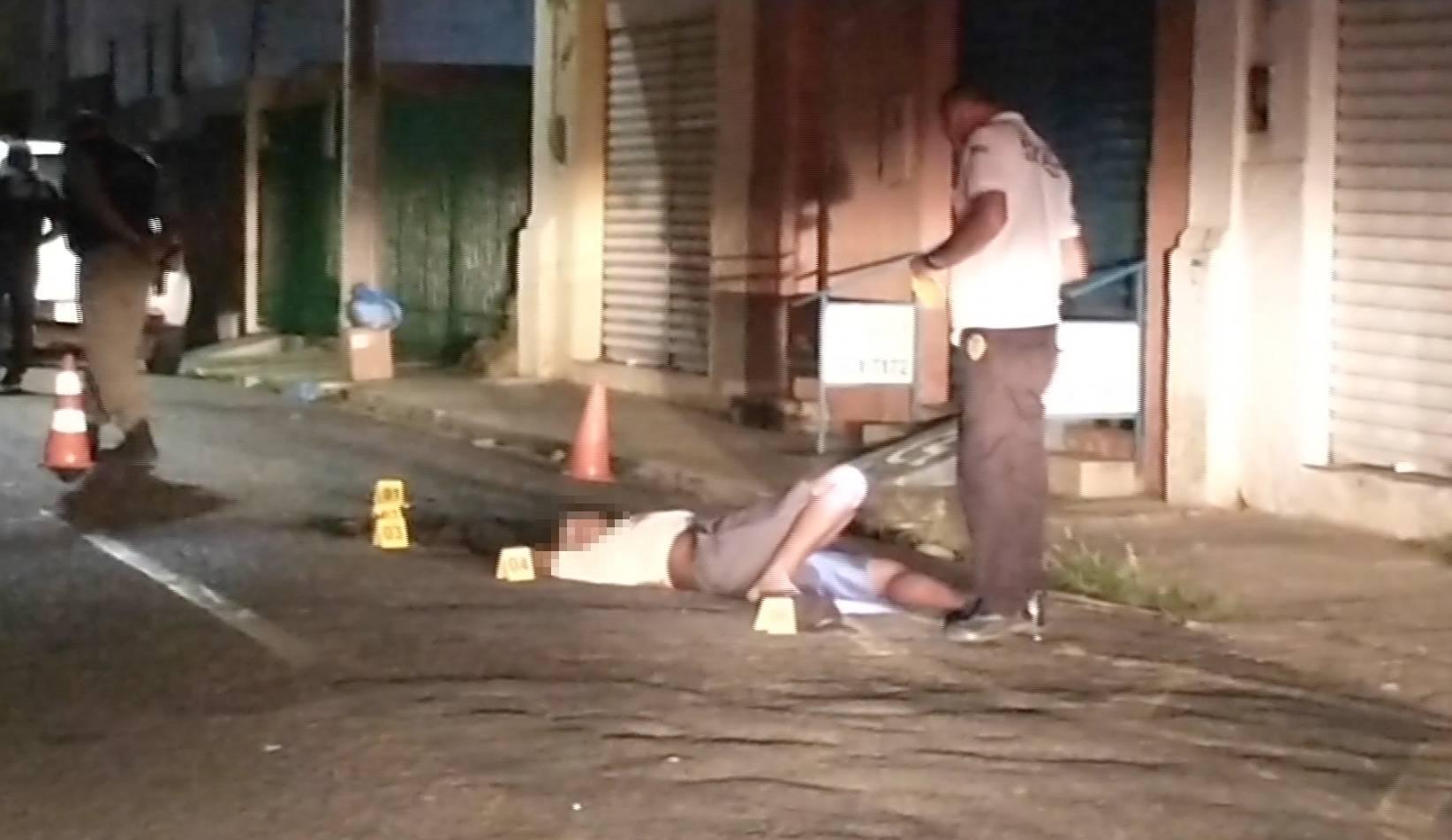 Morador de rua apresentou seis lesões de arma branca pelo corpo - Foto: Reprodução/Bom Dia MN