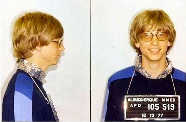 Bill Gates já foi preso por ultrapassar o farol vermelho e não ter habilitação para dirigir livremente. (Foto: Reprodução)