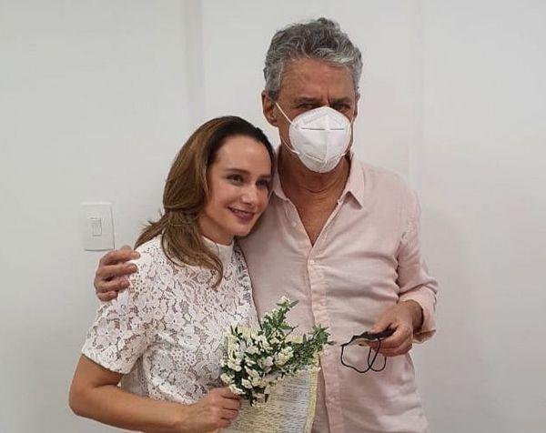 Carol Proner e Chico Buarque se casaram no último final de semana (Foto: divulgação)