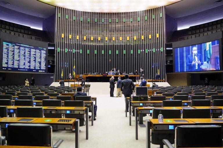 Congresso derruba veto e suspende despejos até dia 31 de dezembro