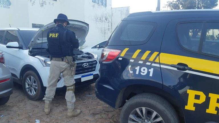 Homem é preso com carro roubado na BR-316 após perseguição da PRF em Timon (Foto: Divulgação)