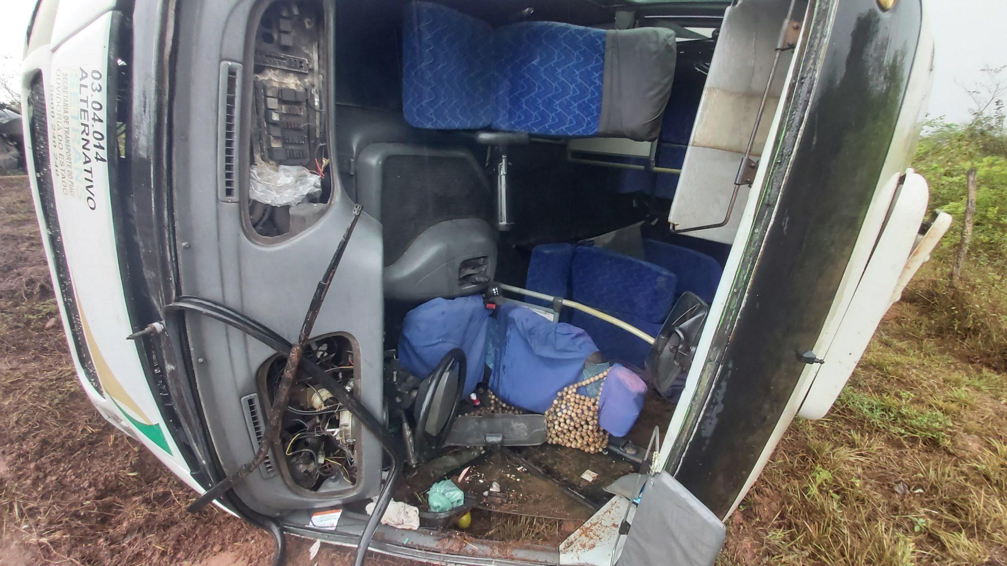 Micro-ônibus tomba e deixa cerca de cinco pessoas feridas na PI-113 - Imagem 2