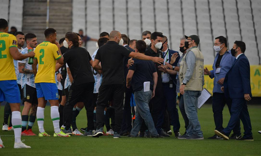 Funcionários da Anvisa chegaram logo no início da partida - Foto: Nelson Almeida/AFP
