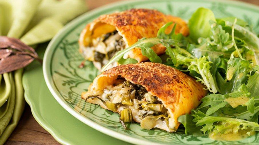 As comidas tradicionais da Itália são muito populares em todo o mundo. Com o calzone não é diferente. No Brasil, a massa pode levar recheios doces ou salgados