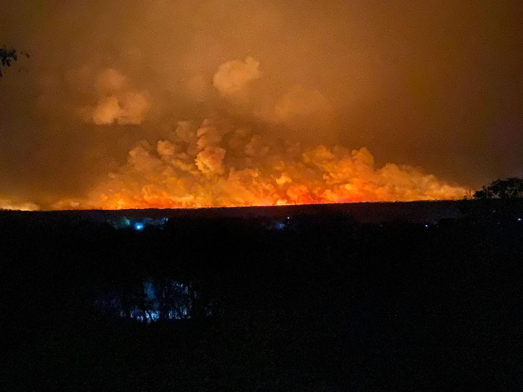 Incêndio de grandes proporções em Valença do Piauí   FOTO: Sérgio Alves