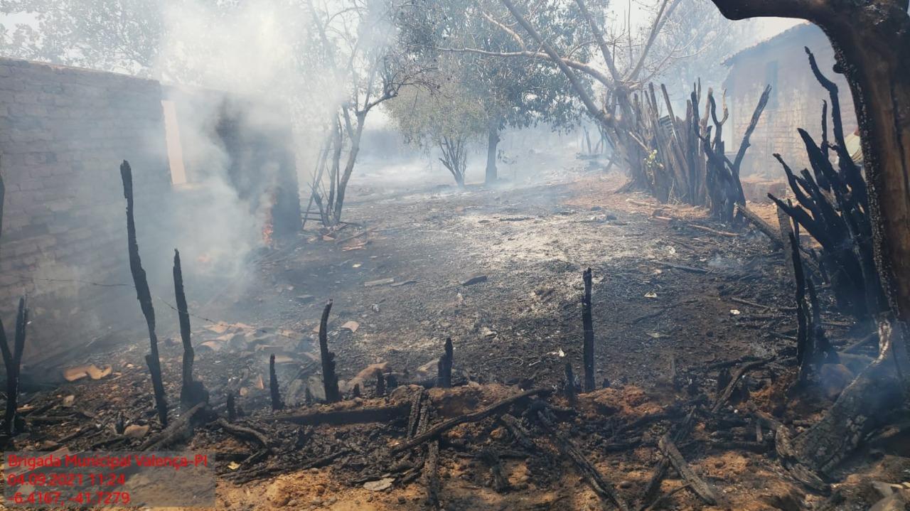 Incêndio destruiu mata e quase atingiu casas em Valença do Piauí   FOTO: Brigada de Valença
