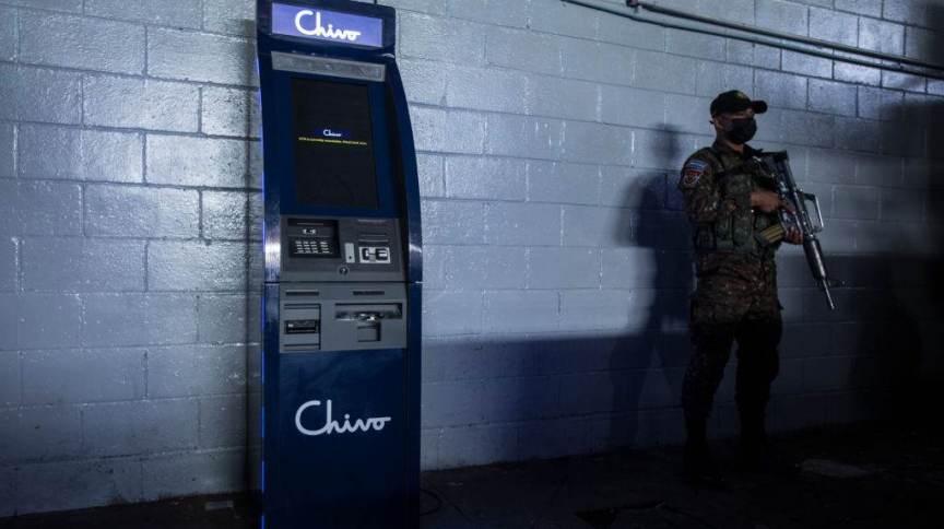 Caixas com dinheiro agora converterão valores de bitcoins- Foto: CNN