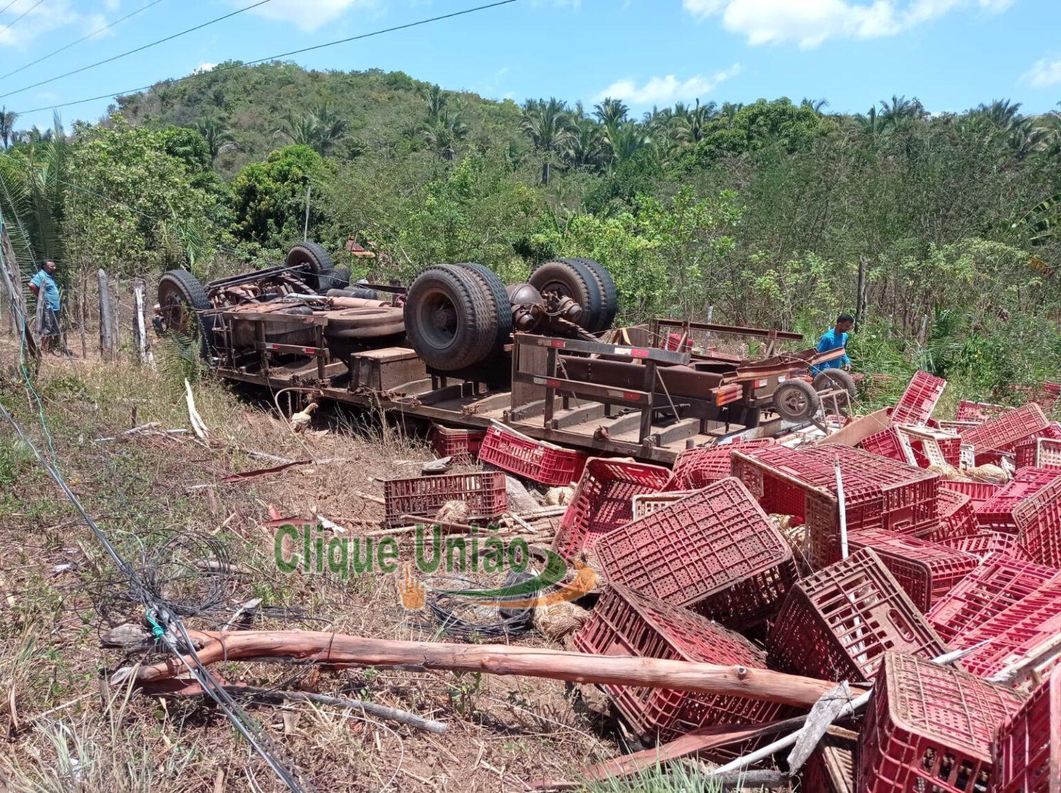 Segundo a Polícia Militar, dois homens estavam no veículo - Foto: Reprodução/Clique União