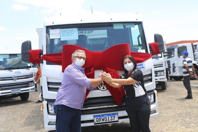 Luís Correia recebe caminhão compactador para a coleta de lixo - Imagem 1