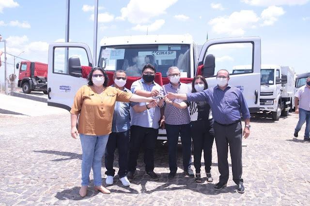 Luís Correia recebe caminhão compactador para a coleta de lixo - Imagem 2