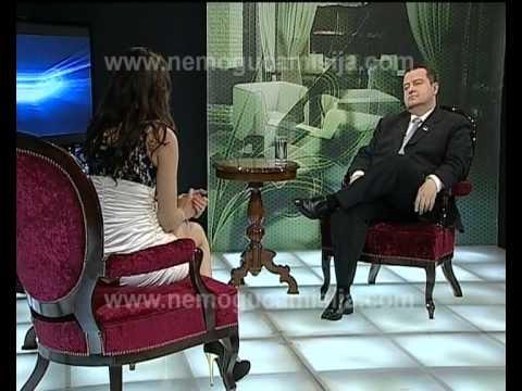 2e5d10c38 Repórter sem calcinha cruza as pernas e mostra o que não devia