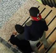 Como as pessoas reagem se um cego deixar sua carteira cair do bolso