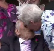 Noivos de 103 e 91 se tornam recém-casados mais velhos do mundo