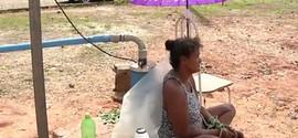 Mulher segue amarrada a poço após mais de 10 dias sem água
