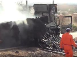 Caminhão pega fogo no momento da liberação do ar