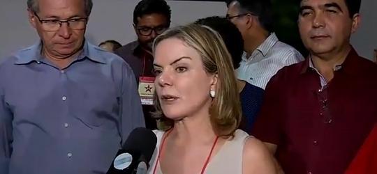 Em Teresina, senadora defende eleições diretas e a democracia