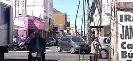 Fios caídos ou partidos oferecem riscos para população no centro de Teresina