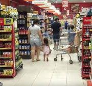 Com luz e comida mais baratos, Brasil tem deflação pela 1ª vez em 11 anos