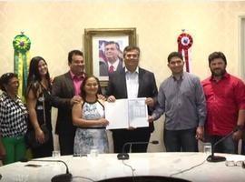Flávio Dino anuncia investimentos e entrega títulos de terras a produtores rurais